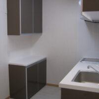 グランドヒルズA棟【2LDK】人口大理石を使用したカップボード(食器棚)
